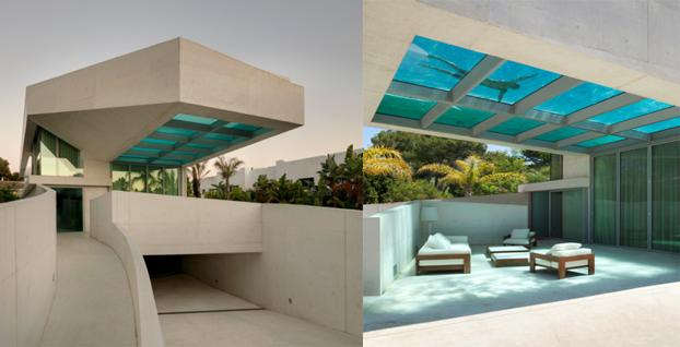 Piscina Con Vista Desde El Interior Y Exterior De Una Casa